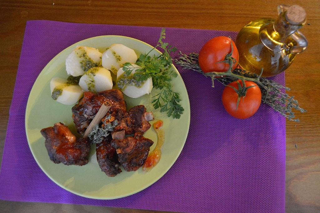 Costillas y tomate canario